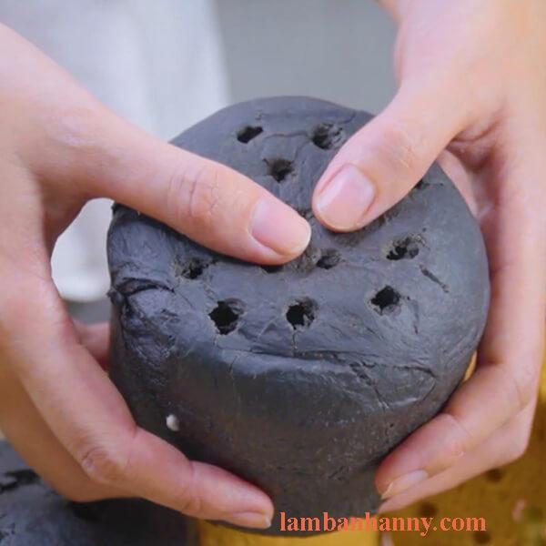 Cách làm bánh mì than tổ ong béo ngậy thơm ngon đơn giản tại nhà 3