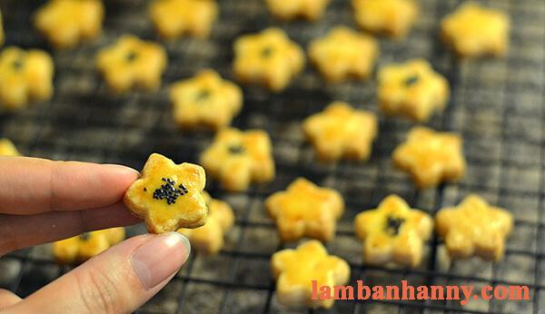 Cách làm bánh quy trứng muối nhỏ xinh thơm lừng lạ miệng 12