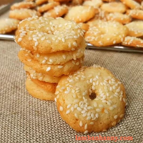 Cách làm bánh quy vòng vừng thơm ngon giòn rụm đơn giản tại nhà 3
