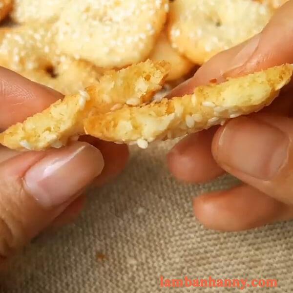 Cách làm bánh quy vòng vừng thơm ngon giòn rụm đơn giản tại nhà 4