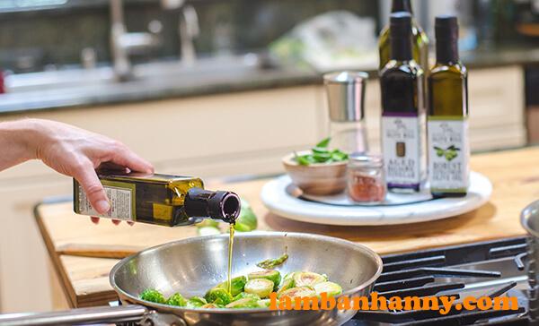Chế biến thức ăn với dầu Oliu