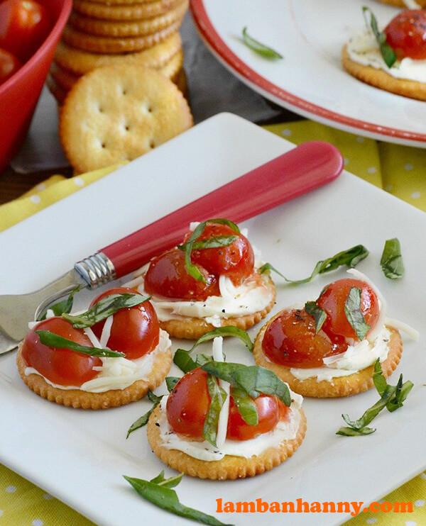 Tomato Basil Caprese Crackers