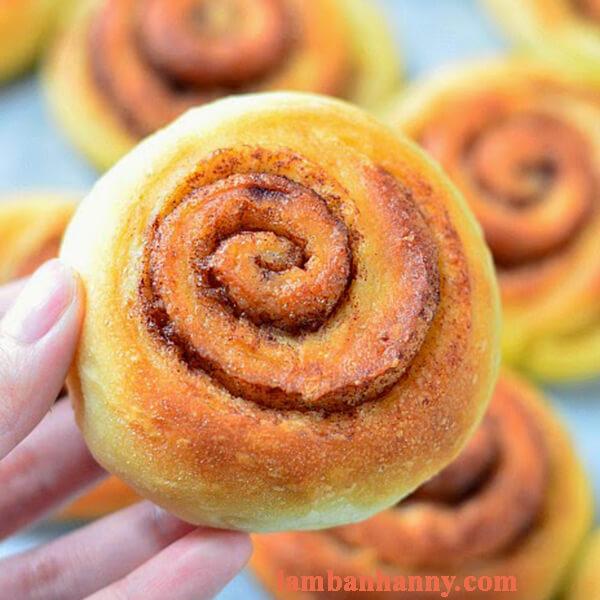 bánh mì cuộn hương quế 8