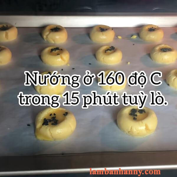 Bật mí 2 cách làm bánh quy trứng muối giòn tan thơm ngon béo ngậy dễ làm 7