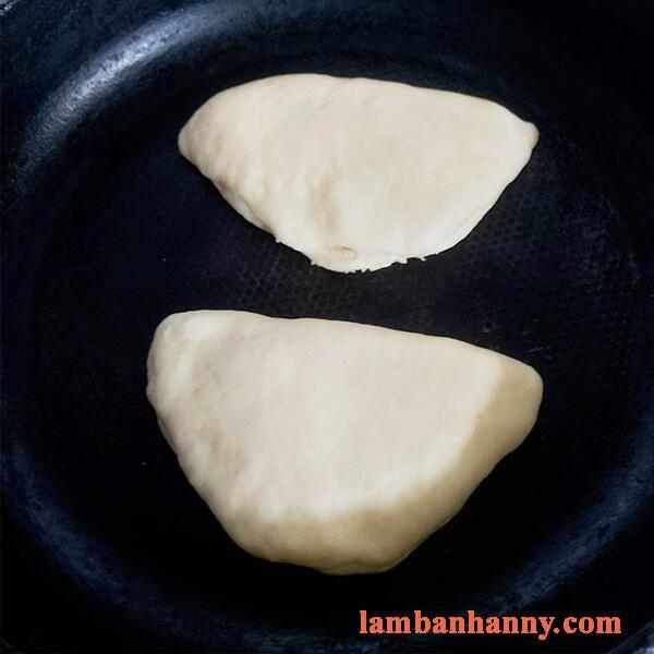 Hướng dẫn làm bánh mì nhân trứng sữa thơm ngon đơn giản 3