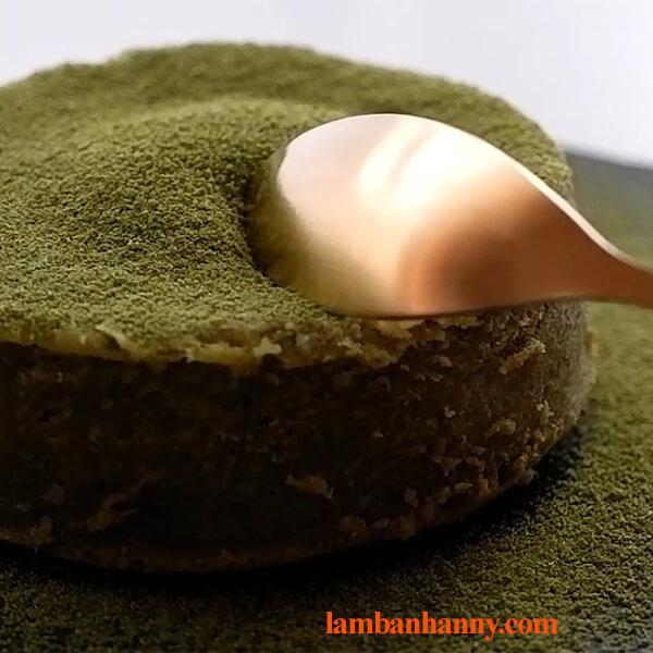 Bật mí 2 cách làm bánh lava matcha tan chảy thơm ngon hấp dẫn 3