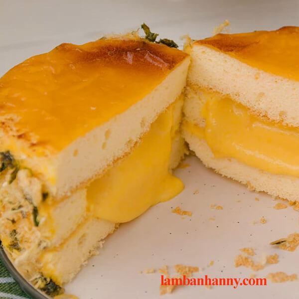 Bật mí cách làm bánh bông lan phô mai kim sa tan chảy thơm ngon đơn giản 4