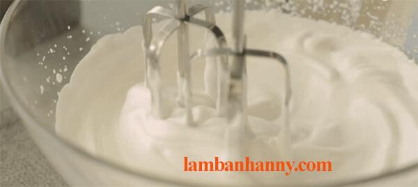 Cách làm bánh bông lan cuộn socola thơm ngon đơn giản tại nhà 5