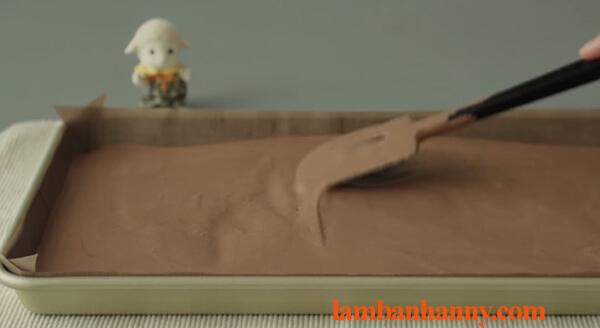 Cách làm bánh bông lan cuộn socola thơm ngon đơn giản tại nhà 7