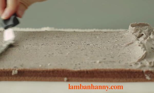 Cách làm bánh bông lan cuộn socola thơm ngon đơn giản tại nhà 9