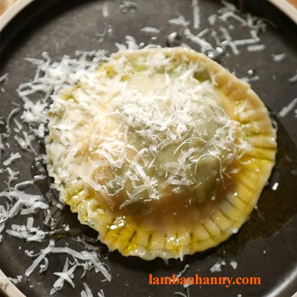 Hướng dẫn cách làm bánh Ravioli nhân phô mai trứng chảy thơm ngon đơn giản 3
