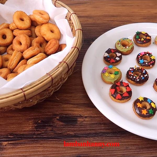 Hướng dẫn cách làm bánh donut mini vô cùng thơm ngon và đáng yêu 3