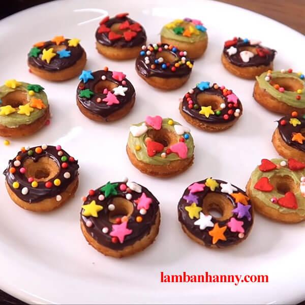 Hướng dẫn cách làm bánh donut mini vô cùng thơm ngon và đáng yêu 4