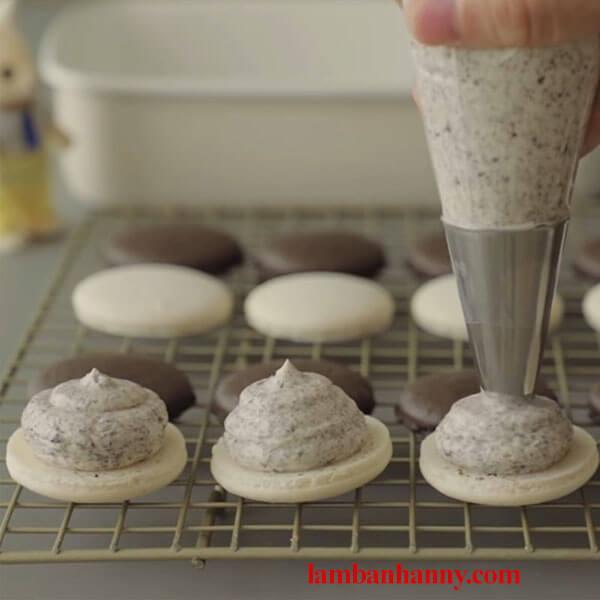 Hướng dẫn làm bánh Macaron oreo xinh xắn đáng yêu và vô cùng ngọt ngào 3