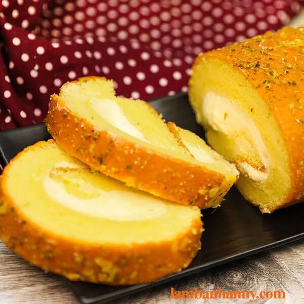 Hướng dẫn làm bánh bông lan cuộn phô mai bơ tỏi thơm ngon khó cưỡng 6