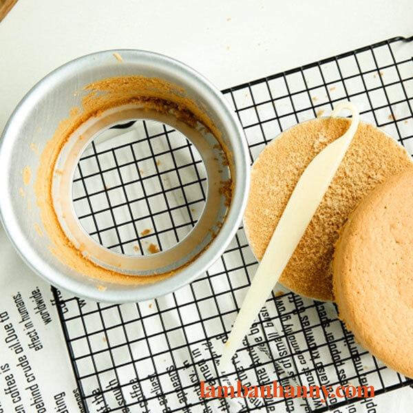 Que lấy bánh bằng nhựa 4